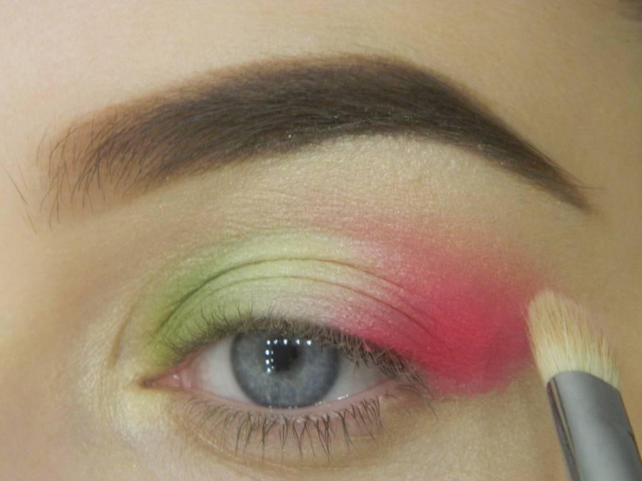 Как сделать яркий контрастный макияж шаг 8