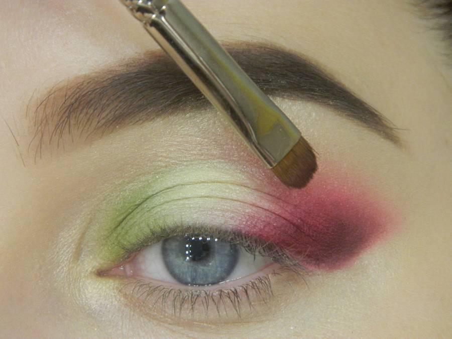 Как сделать яркий контрастный макияж шаг 9