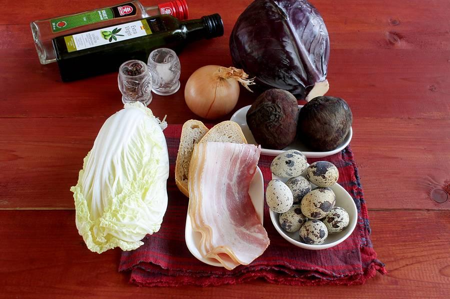 Ингредиенты салата с беконом и перепелиными яйцами