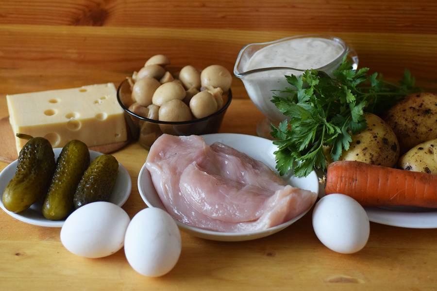 Ингредиенты слоеного салата Грибная поляна