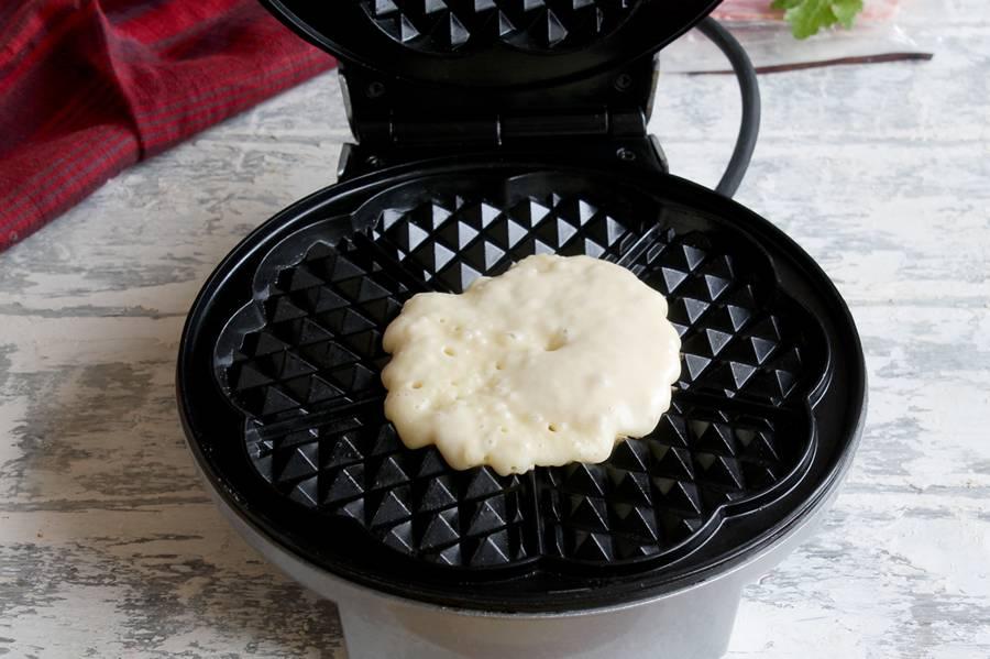 Как приготовить закуску из вафель с беконом и фруктами шаг 4