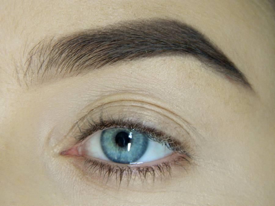 Как сделать легкий повседневный макияж глаз шаг 1