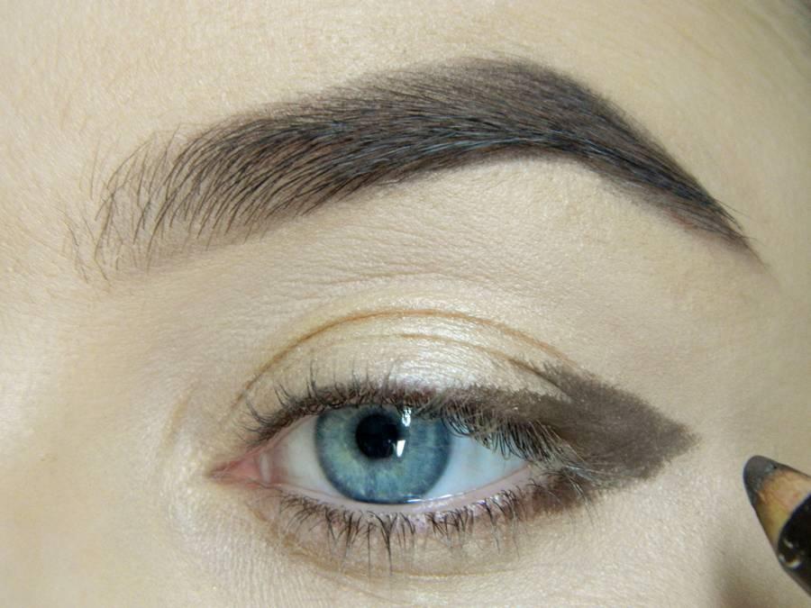 Как сделать легкий повседневный макияж глаз шаг 2