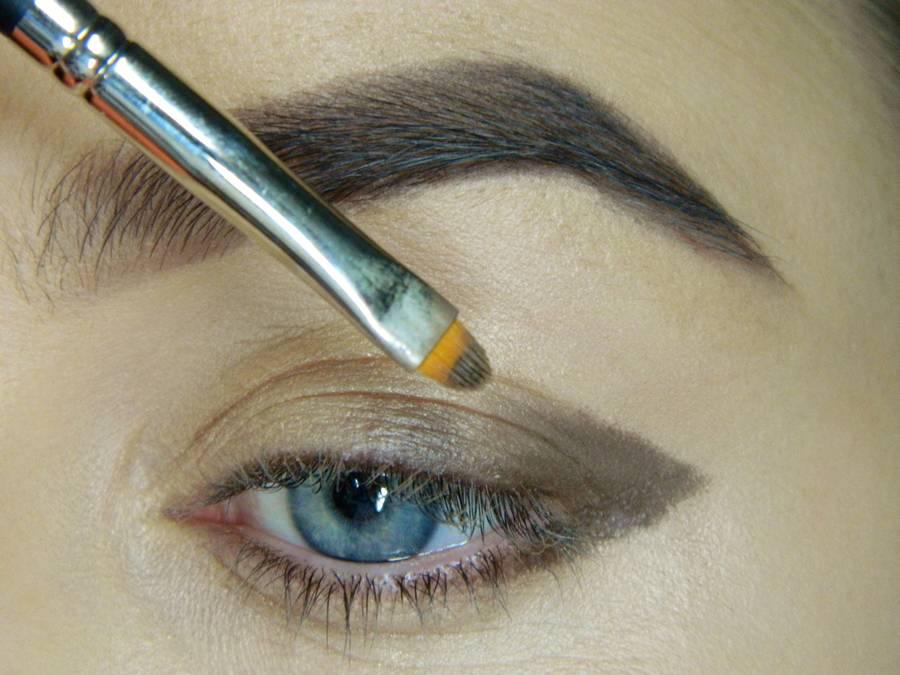 Как сделать легкий повседневный макияж глаз шаг 3