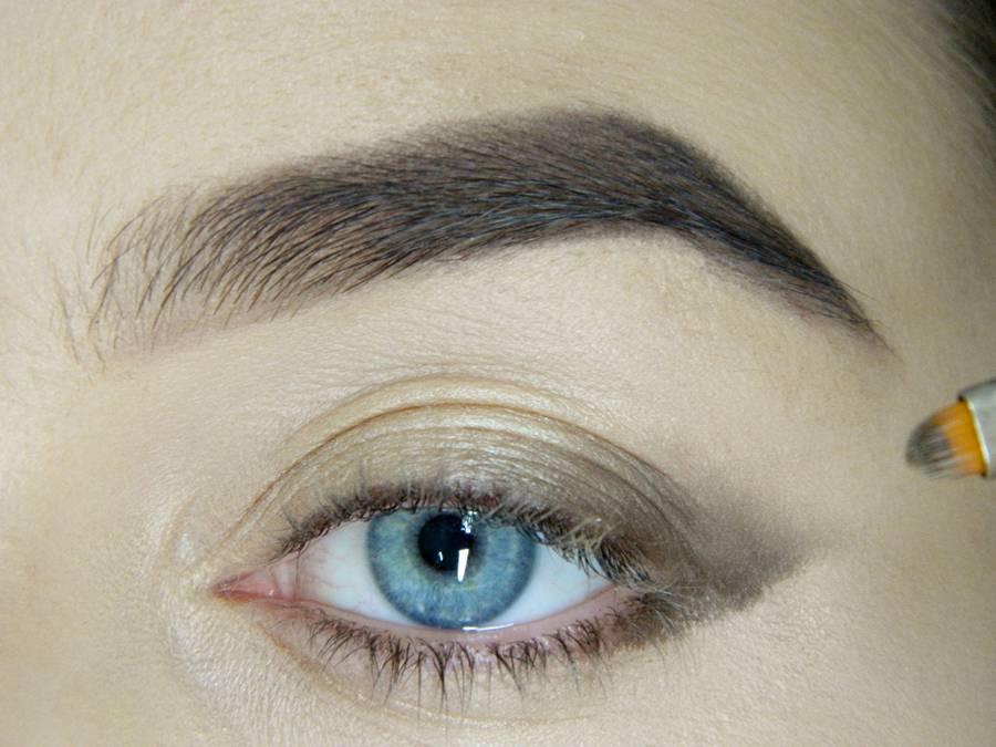 Как сделать легкий повседневный макияж глаз шаг 4