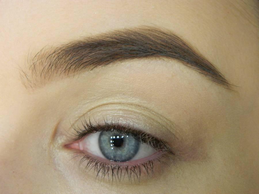Как сделать макияж глаз с двойной стрелкой шаг 1