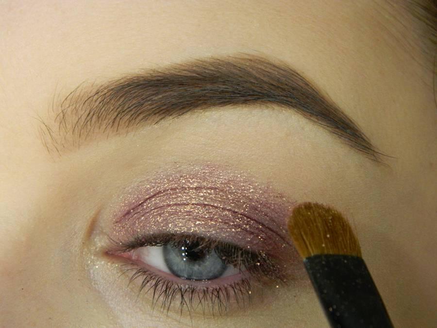 Как сделать макияж глаз с двойной стрелкой шаг 2