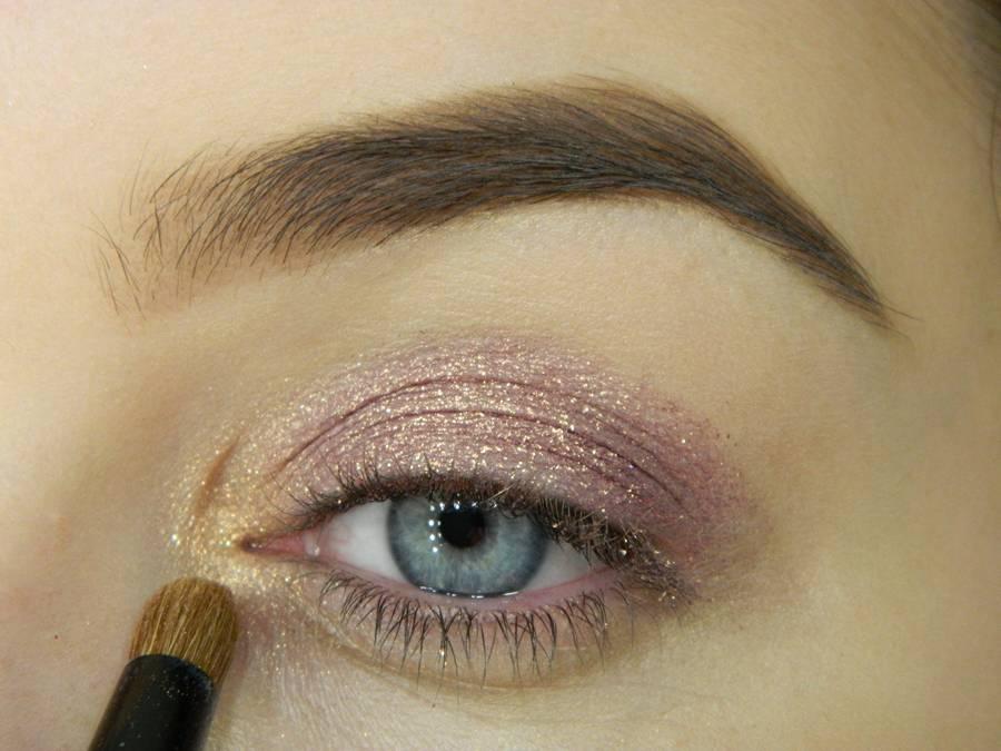Как сделать макияж глаз с двойной стрелкой шаг 3