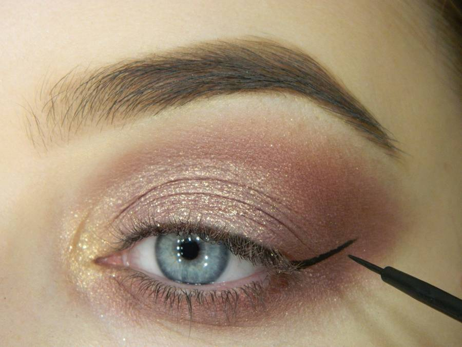 Как сделать макияж глаз с двойной стрелкой шаг 5