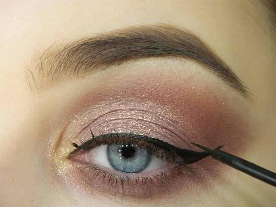 Как сделать макияж глаз с двойной стрелкой шаг 6