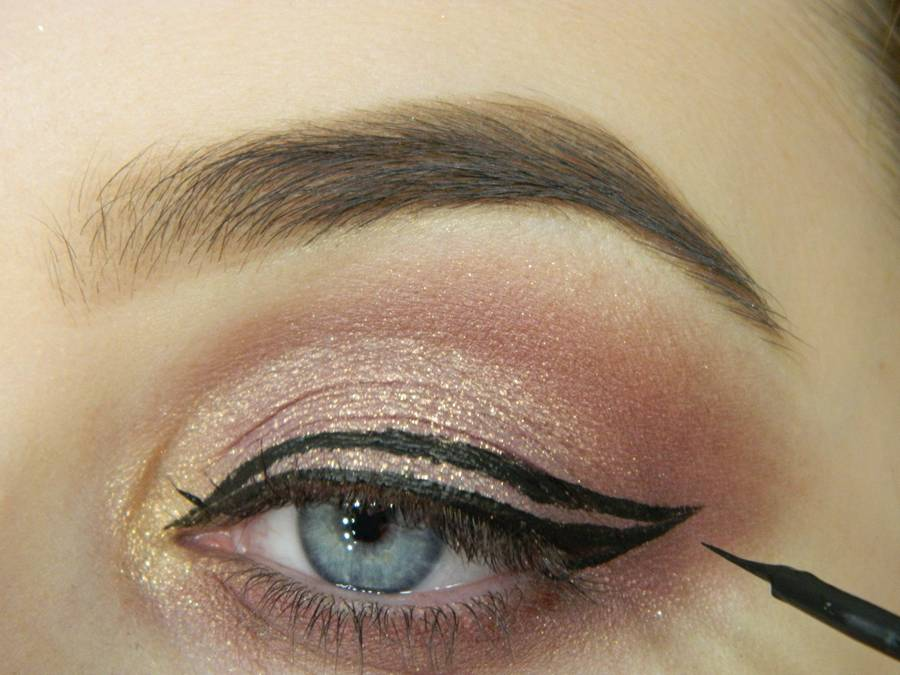 Как сделать макияж глаз с двойной стрелкой шаг 7