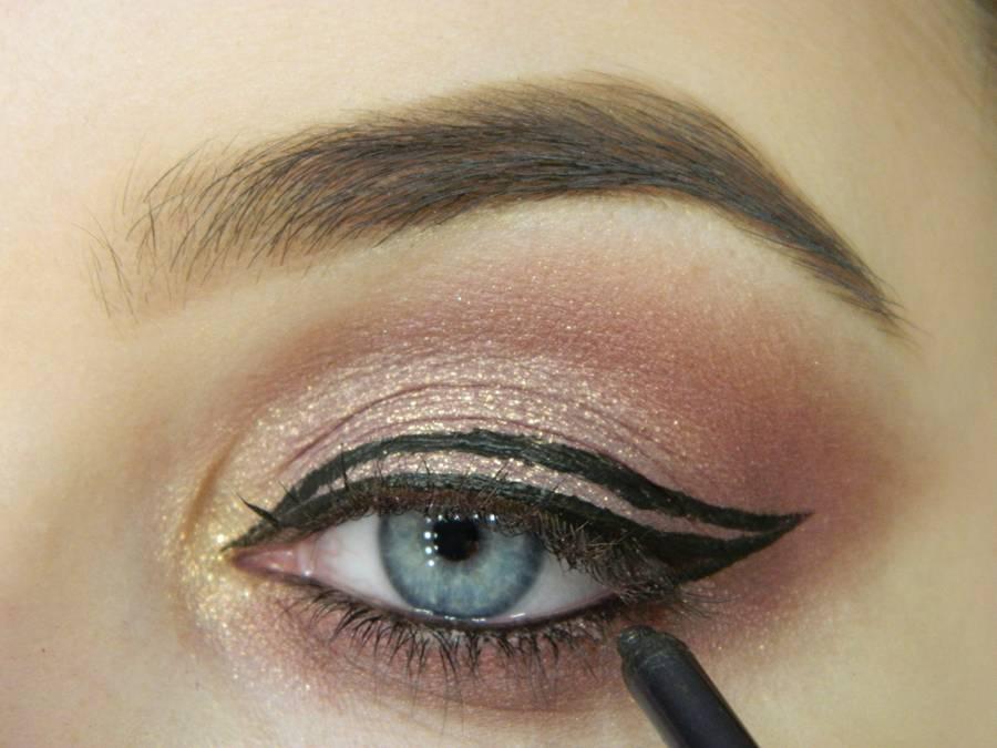 Как сделать макияж глаз с двойной стрелкой шаг 8