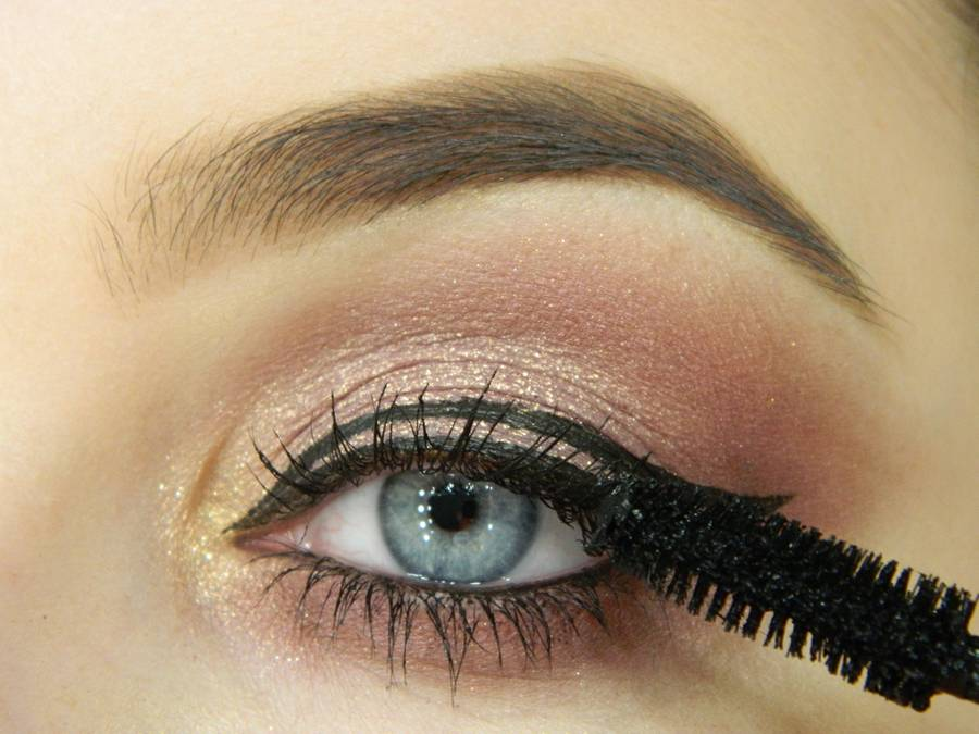 Как сделать макияж глаз с двойной стрелкой шаг 9
