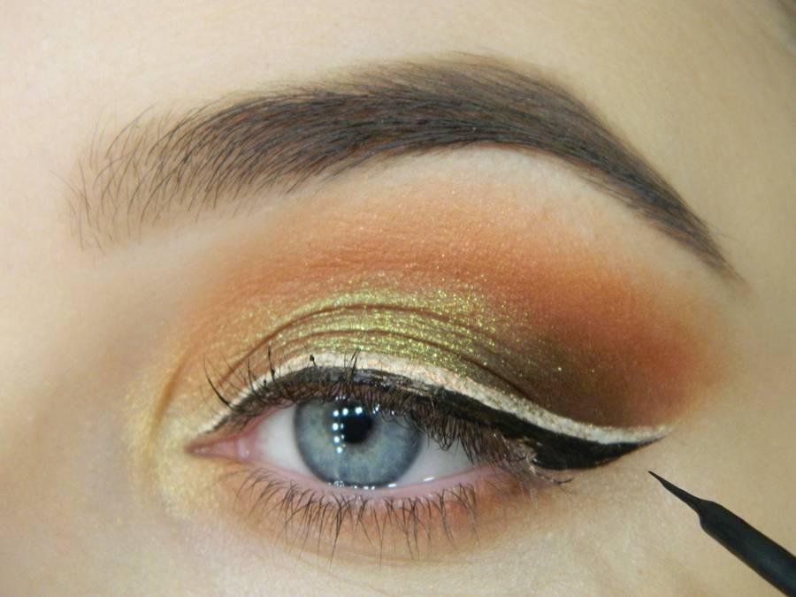 Как сделать макияж с двойной цветной стрелкой шаг 10