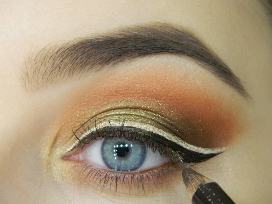 Как сделать макияж с двойной цветной стрелкой шаг 11