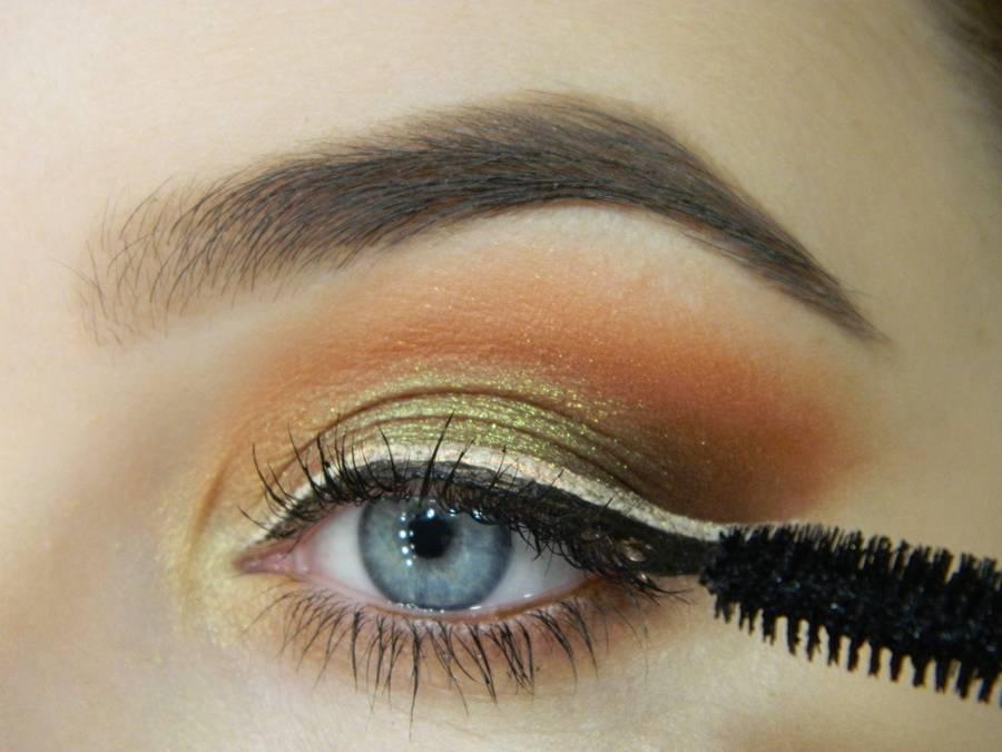 Как сделать макияж с двойной цветной стрелкой шаг 12