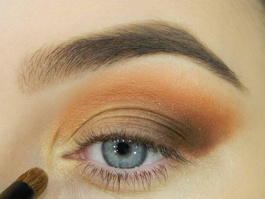 Как сделать макияж с двойной цветной стрелкой шаг 5