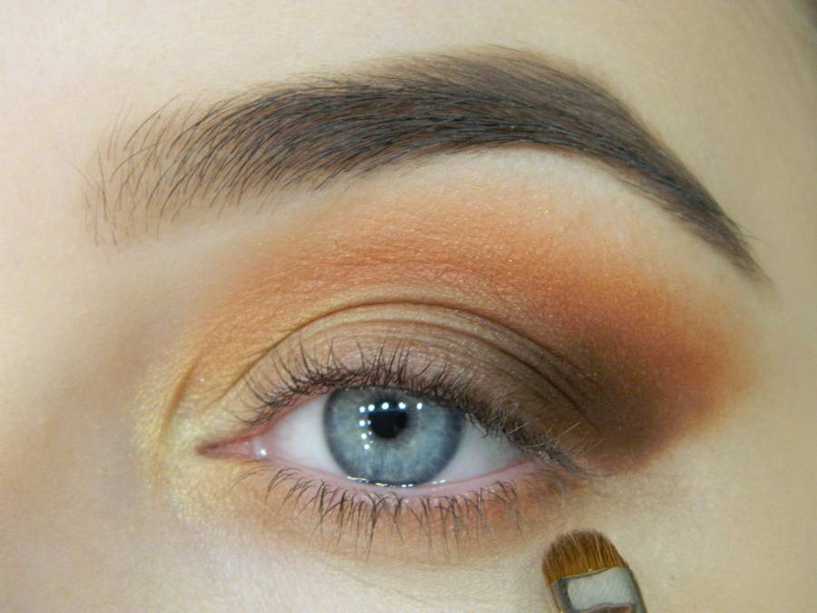 Как сделать макияж с двойной цветной стрелкой шаг 6