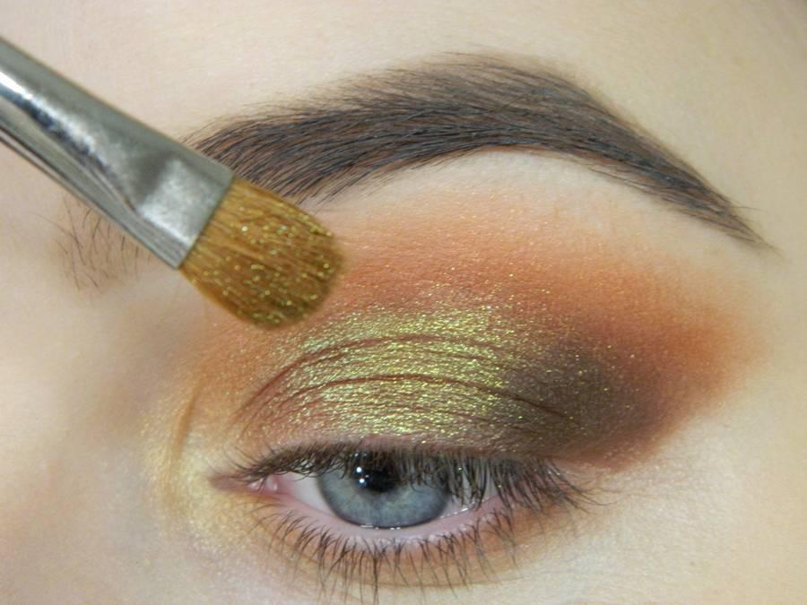 Как сделать макияж с двойной цветной стрелкой шаг 7