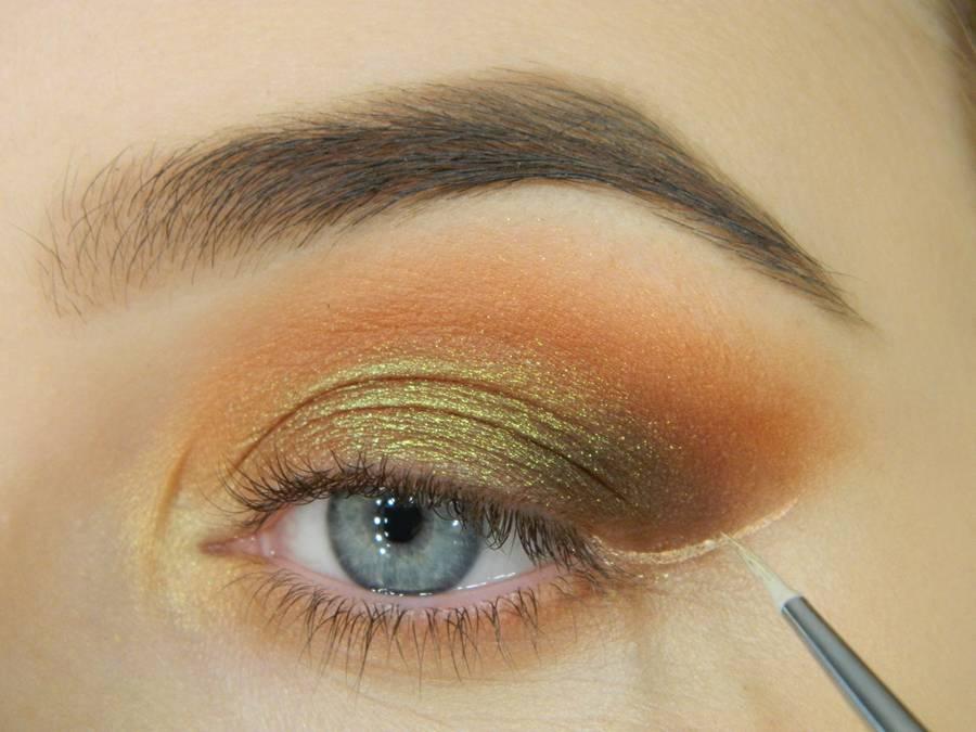 Как сделать макияж с двойной цветной стрелкой шаг 8