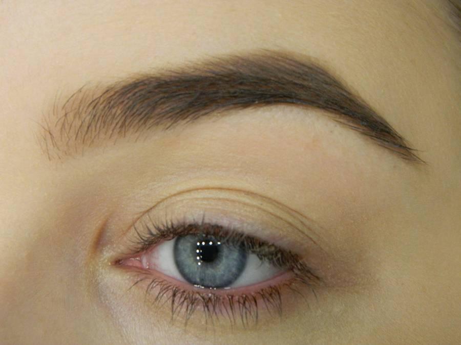 Как сделать новогодний ледяной макияж глаз шаг 1