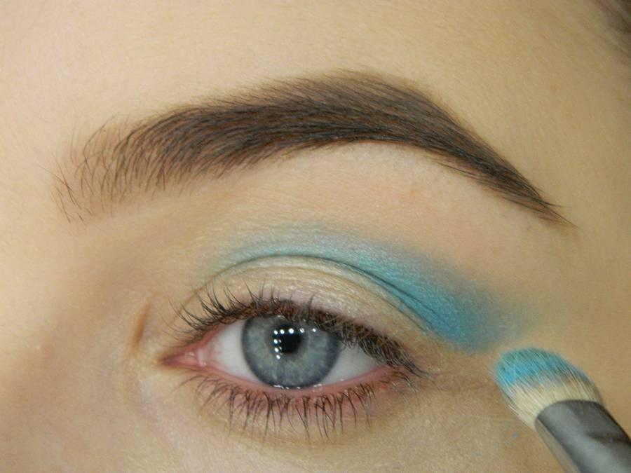 Как сделать новогодний ледяной макияж глаз шаг 2