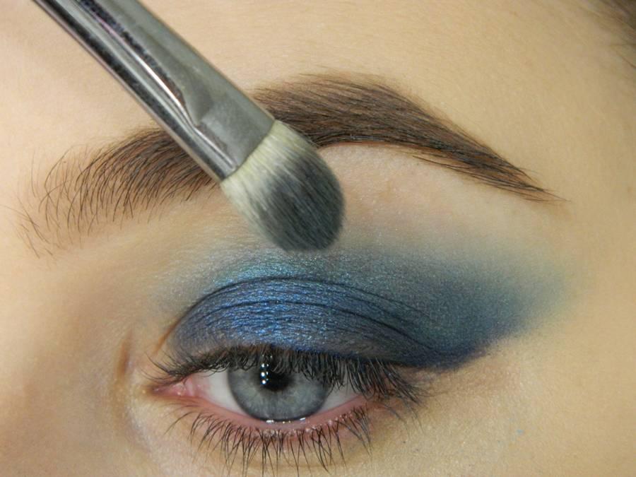 Как сделать новогодний ледяной макияж глаз шаг 3