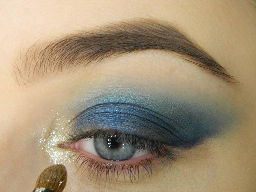 Как сделать новогодний ледяной макияж глаз шаг 4