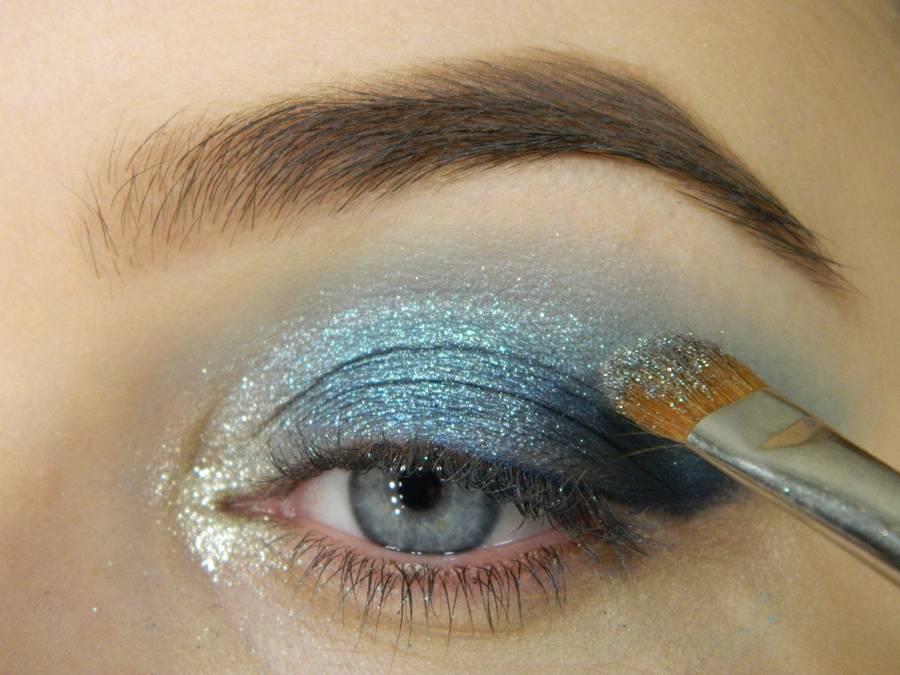 Как сделать новогодний ледяной макияж глаз шаг 5