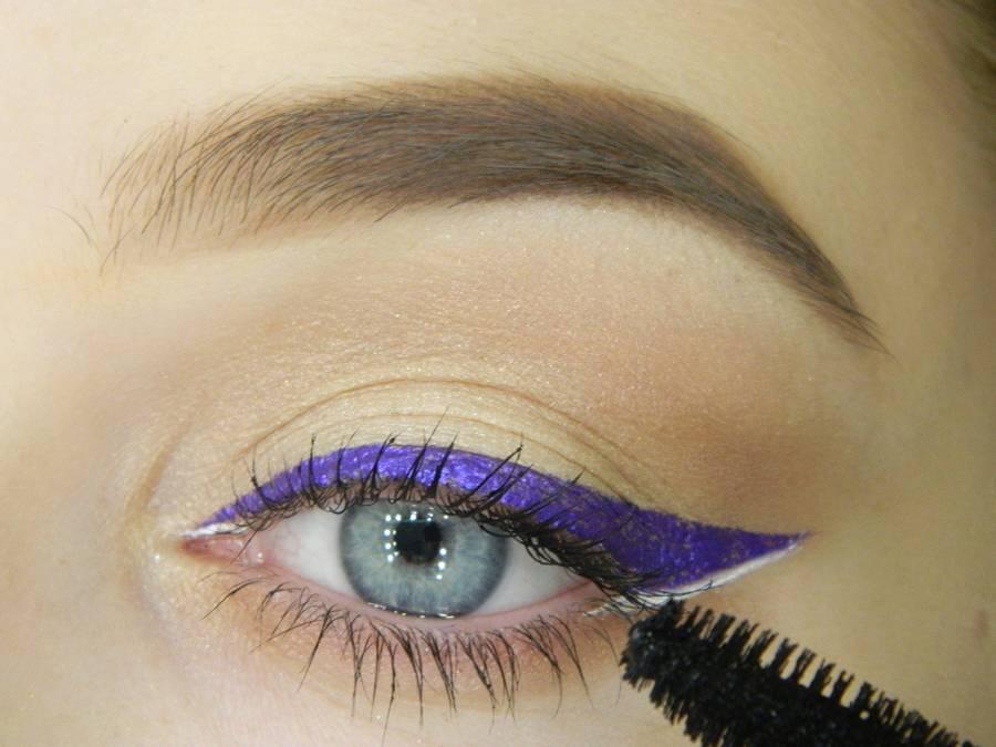 Как сделать простой макияж с декоративной стрелкой шаг 10