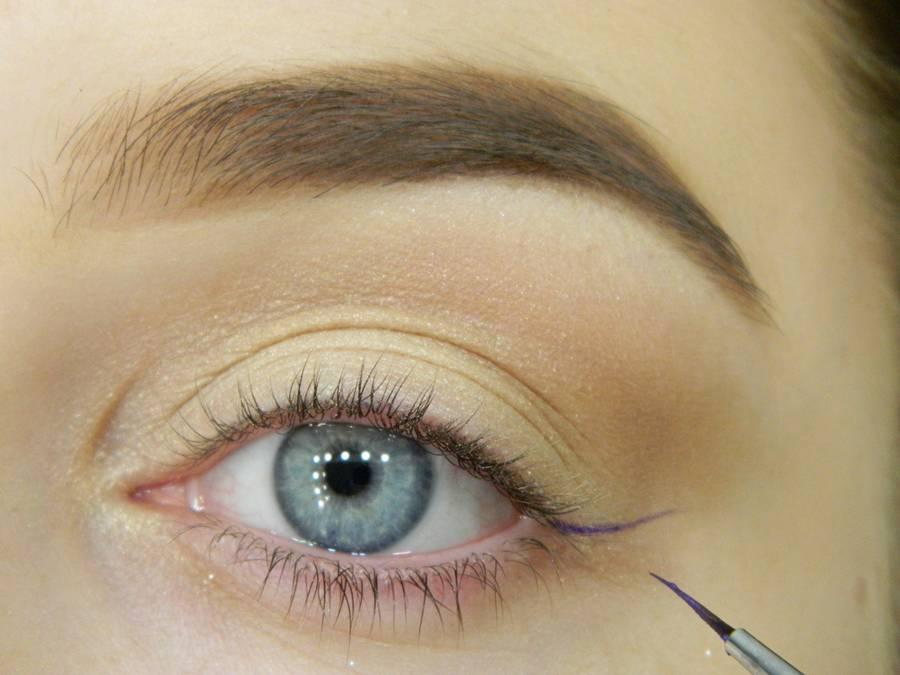 Как сделать простой макияж с декоративной стрелкой шаг 4