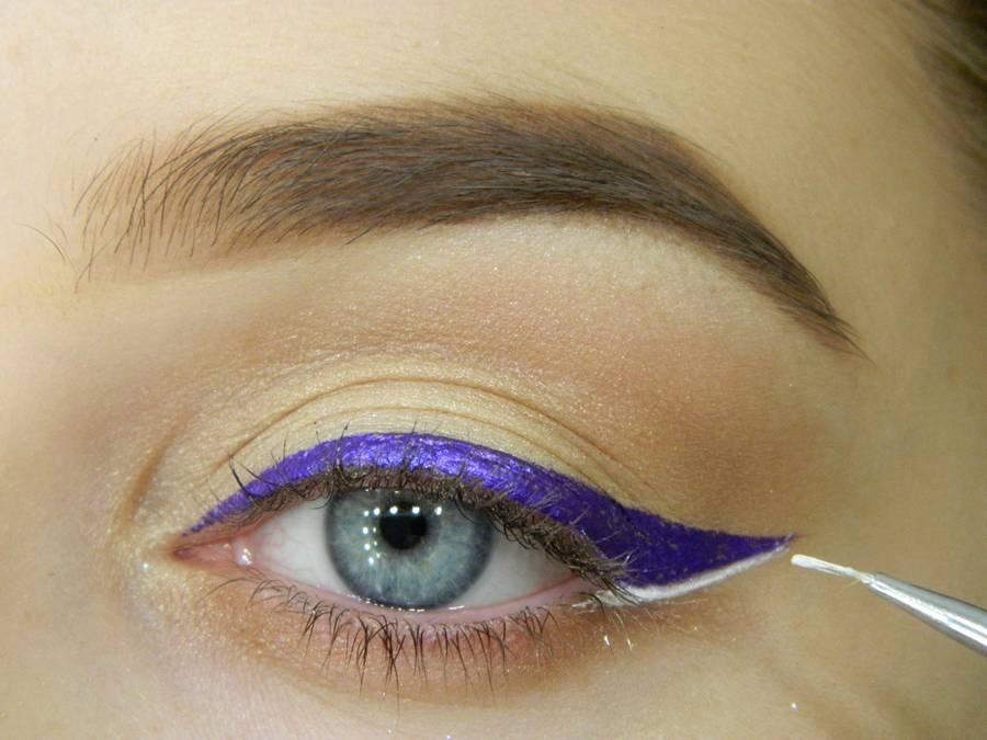 Как сделать простой макияж с декоративной стрелкой шаг 8