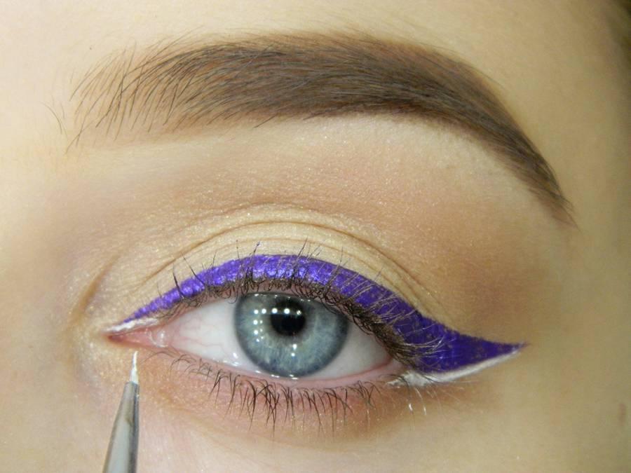 Как сделать простой макияж с декоративной стрелкой шаг 9