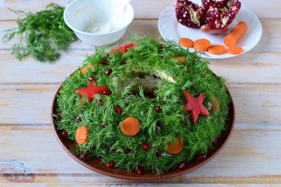 Приготовление салата Рождественский венок шаг 11