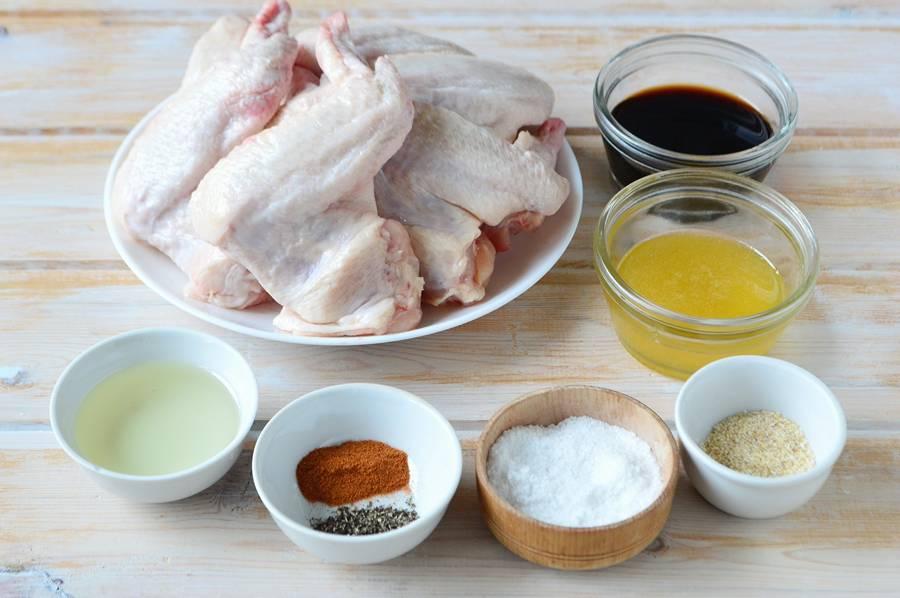 Ингредиенты куриных крыльев в медово-соевом соусе