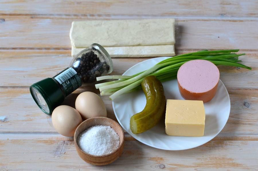Ингредиенты яичницы в слойке