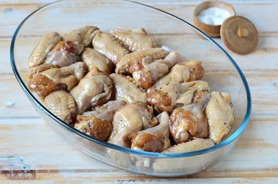 Приготовление куриных крыльев в медово-соевом соусе шаг 6