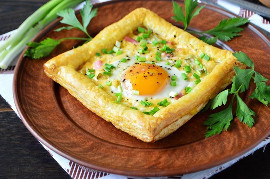 рецепты яичницы с колбасой и специями