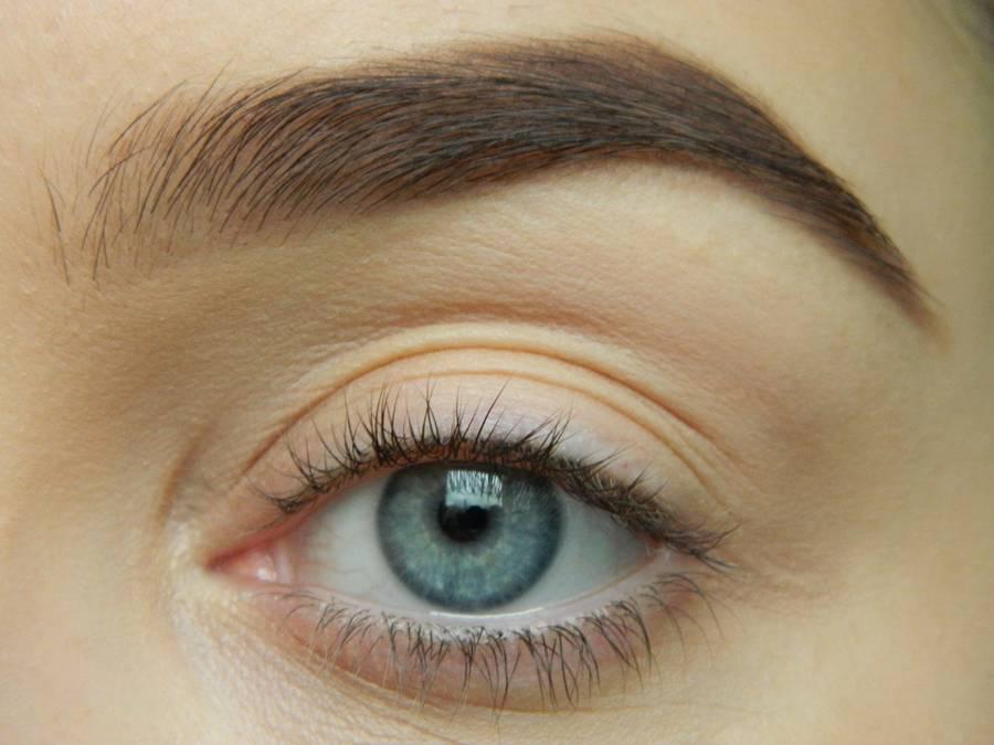 Как сделать дневной макияж в персиковых тонах шаг 1