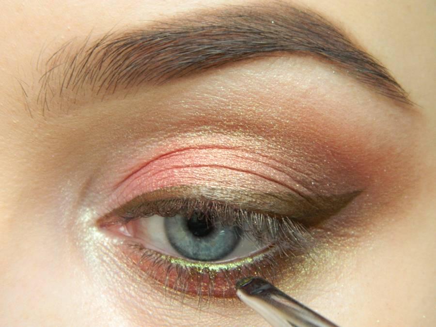 Как сделать дневной макияж в персиковых тонах шаг 12