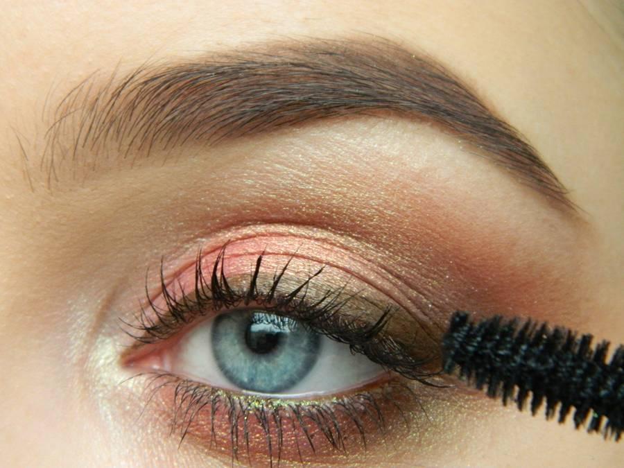 Как сделать дневной макияж в персиковых тонах шаг 13
