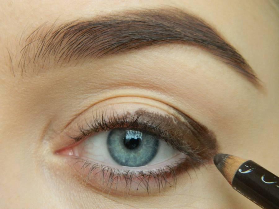 Как сделать дневной макияж в персиковых тонах шаг 2
