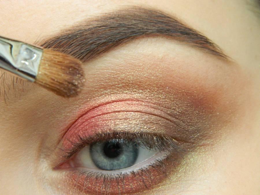 Как сделать дневной макияж в персиковых тонах шаг 5