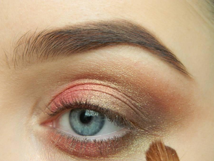 Как сделать дневной макияж в персиковых тонах шаг 6