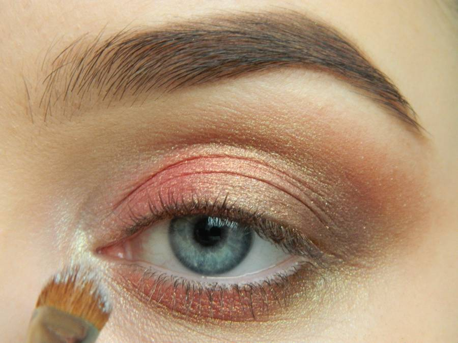 Как сделать дневной макияж в персиковых тонах шаг 7
