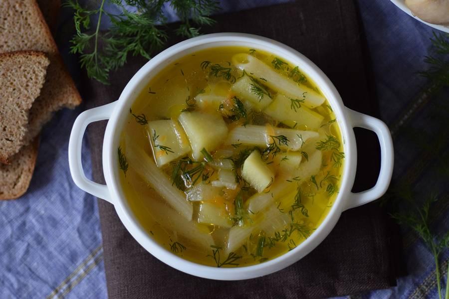 Куриный суп, приготовленный в мультиварке