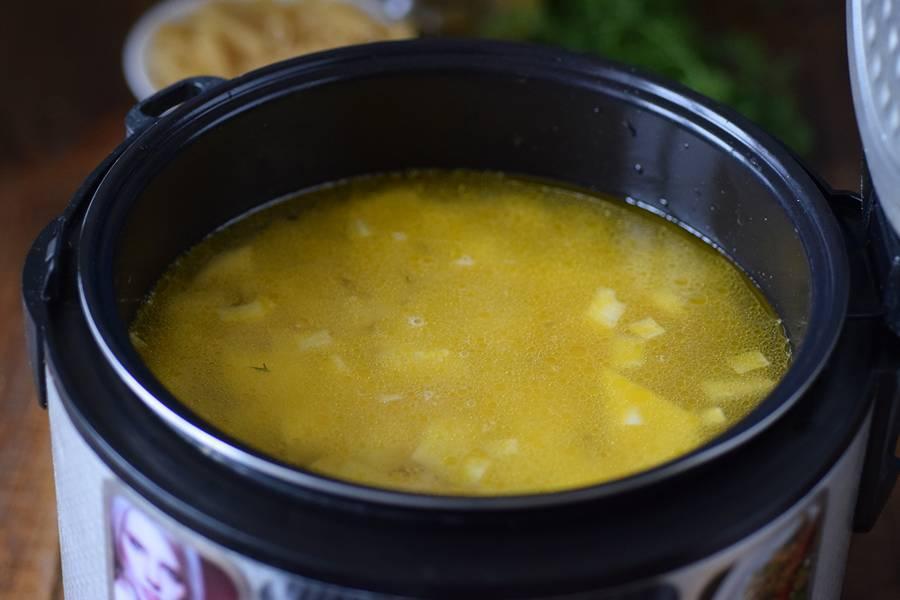 Приготовление куриного супа в мультиварке шаг 4