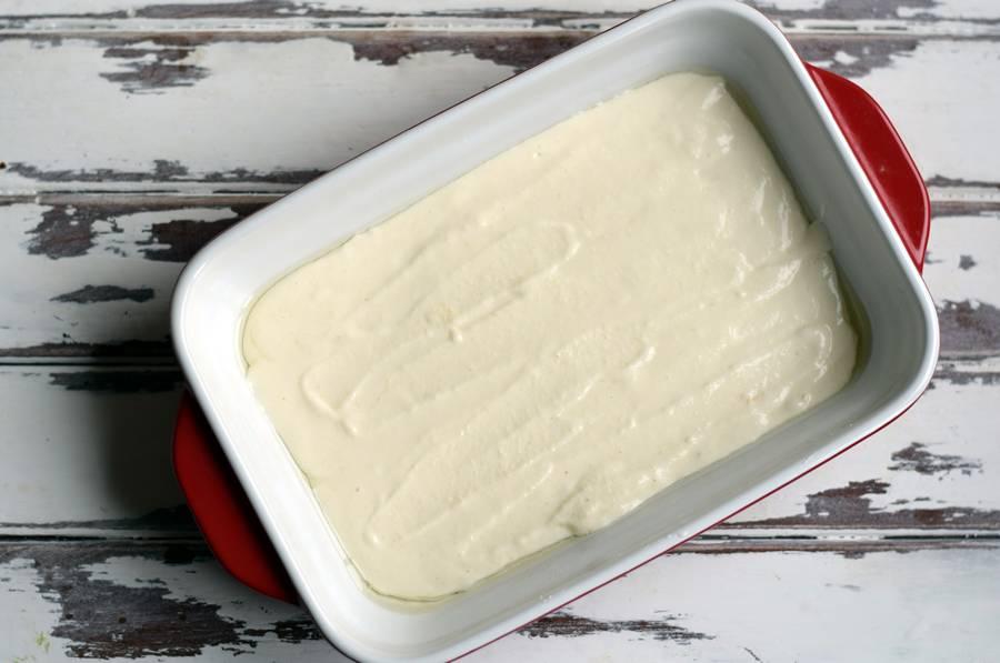 Приготовление в духовке творожной запеканки с манкой шаг 6