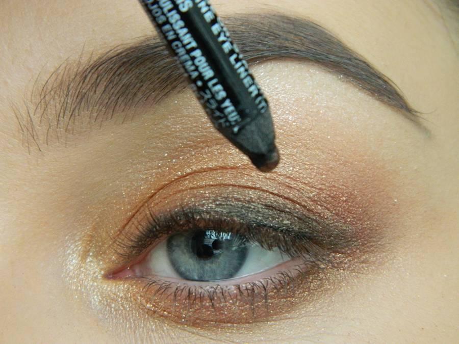 Дневной макияж глаз на перламутровых тенях шаг 10