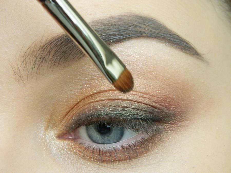 Дневной макияж глаз на перламутровых тенях шаг 11